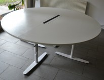 Rundt møtebord i hvitt fra Edsbyn, Ø=180cm, pent brukt