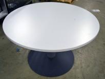 Lavt, rundt loungebord fra Kinnarps, Ø=90cm H=55cm i hvitt, pent brukt