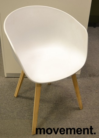 HAY About a chair AAC 22 i hvit / eik, pent brukt bilde 2
