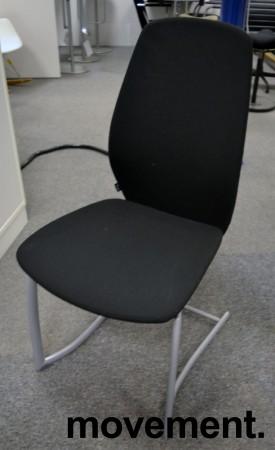 Møteromsstol fra Kinnarps, mod Plus 376 i sort stoff, pent brukt bilde 1