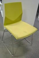 Konferansestol fra Fourdesign, modell Cast Line, i lys grønn plast / lyst grønt stoff, pent brukt