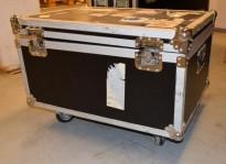 Flightcase / transportkasse på hjul, øvre del kan tas av, 60x80x54cm, pent brukt