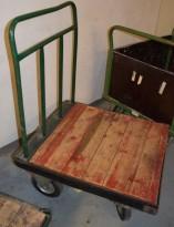 Eldre, kort tralle i metall / treverk, 73,5cm bredde, 81cm dybde, 106cm høyde, brukt