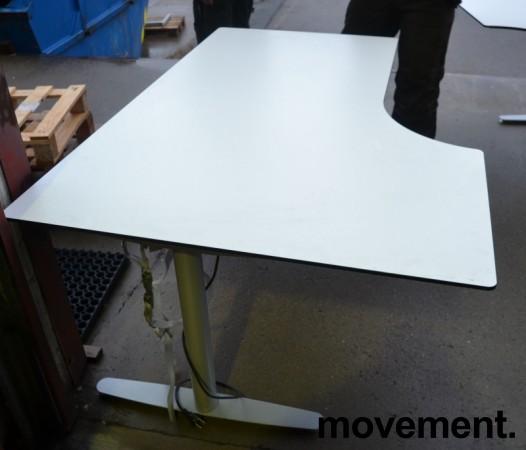 Skrivebord med elektrisk hevsenk i hvitt fra Edsbyn, 160x110cm, ventresløsning, pent brukt bilde 2
