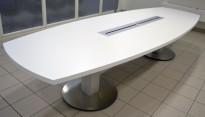 Møtebord fra ForaForm i hvitt, 340x120cm, passer 10-12 personer, pent brukt