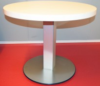 Loungebord / kaffebord fra ForaForm, Convent-serie, Ø=80cm H=66cm, hvit plate, aluminium søylefot, pent brukt