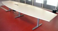 Møtebord i hvitt fra Edsbyn, 400x120cm, passer 12-14 personer, kabelluke, pent brukt
