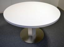 Rundt møtebord / konferansebord / kantinebord i hvitt / aluminium fra ForaForm, Ø=120cm, pent brukt