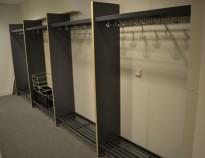 Garderobestativ / garderobeskap i grått/bjerk laminat fra Monena, 470cm bredde, bestående av 4 fag, pent brukt