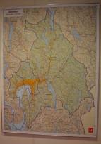 Innrammet kart over Akershus fylkeskommune, 120x160cm, 1:85000, pent brukt