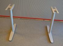 Understell for skrivebord i grålakkert metall fra Edsbyn, passer plater fra 120cm bredde og større, pent brukt