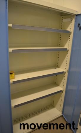 Stålskap med dører, i lysegrått / blått fra Kenno, 193cm høyde, 106cm bredde, pent brukt bilde 2