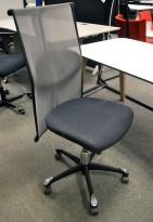Håg H09, 9272 kontorstol / konferansestol i sort stoff / mesh-rygg, uten armlener, pent brukt