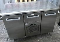 Kjølebenk fra Metos i rustfritt stål med kjøledør og kjøleskuff, 120cm bredde, pent brukt 2016-modell