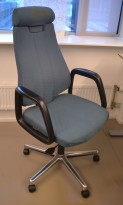Kontorstol: SAVO 110, stor og god kontorstol i grønt stoff, høy rygg og nakkepute, pent brukt