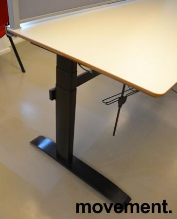 Stort skrivebord med elektrisk hevsenk i lys grå / sort fra Linak, 180x80cm, pent brukt bilde 3