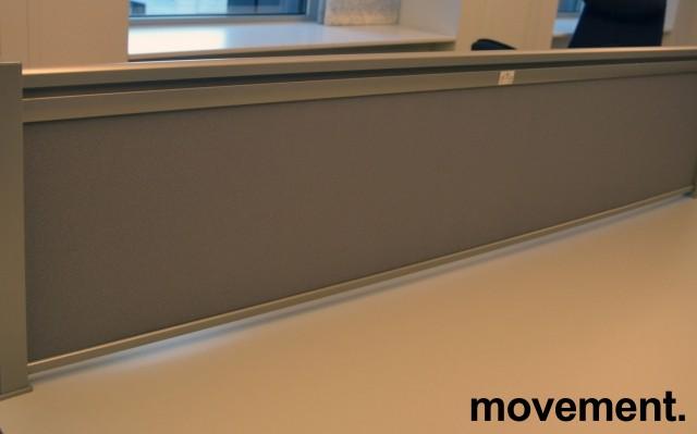 Bordskillevegg i lyst grått stoff, 173x40cm, pent brukt bilde 1