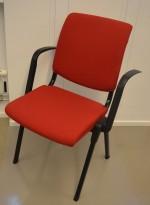 Håg Conventio 9521, stablebar, lettvekts konferansestol med armlener i rødt / sort ben, pent brukt