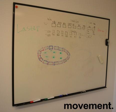 Vegghengt whiteboard 160x120cm, ramme i sort, pent brukt