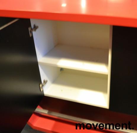Dekorativ kjøkkenøy / buffet / barbord i rød Corian / sorte skap, bredde 280cm, dybde 60cm, høyde 110cm, pent brukt bilde 3
