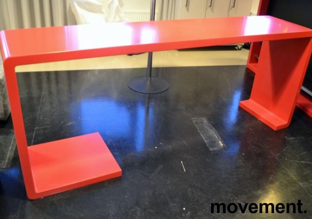 Barbord i rød Corian, 220cm bredde, 50cm dybde, 90cm høyde, pent brukt bilde 1