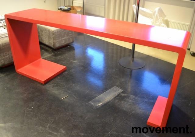 Barbord i rød Corian, 220cm bredde, 50cm dybde, 90cm høyde, pent brukt bilde 2