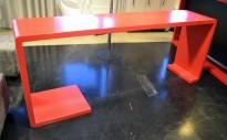 Barbord i rød Corian, 220cm bredde, 50cm dybde, 90cm høyde, pent brukt