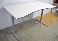 Skrivebord med elektrisk hevsenk i hvitt med sort kant / grått fra Edsbyn, 160x90cm med mavebue, pent brukt