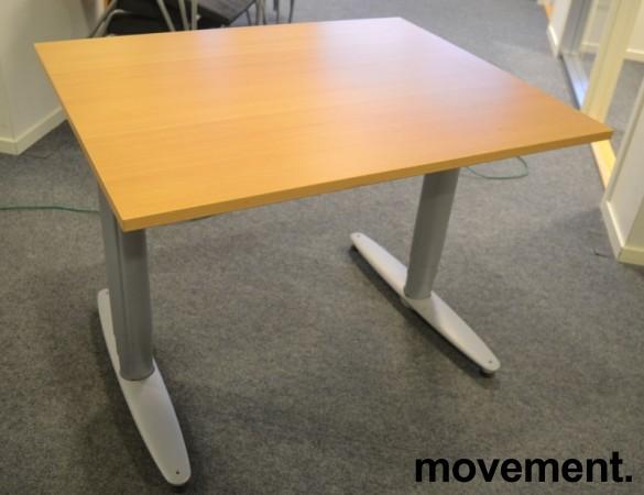 Kinnarps T-serie kompakt elektrisk hevsenk skrivebord 100x80cm i bøk, pent brukt bilde 3