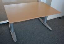 Kinnarps T-serie elektrisk hevsenk skrivebord 120x80cm i bøk, pent brukt