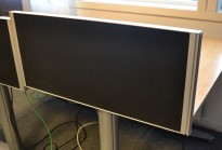 Kinnarps Rezon bordskillevegg i sort til kontorpult, 80cm bredde, 35cm høyde, pent brukt