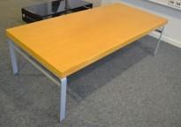 Kinnarps Wilson loungebord i eik, 150x70cm, 47cm høyde, pent brukt