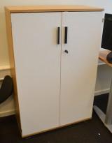 Kinnarps 3 høyders ringpermreol / skap i eik med hvit dør, 80cm bredde, 125cm høyde, pent brukt