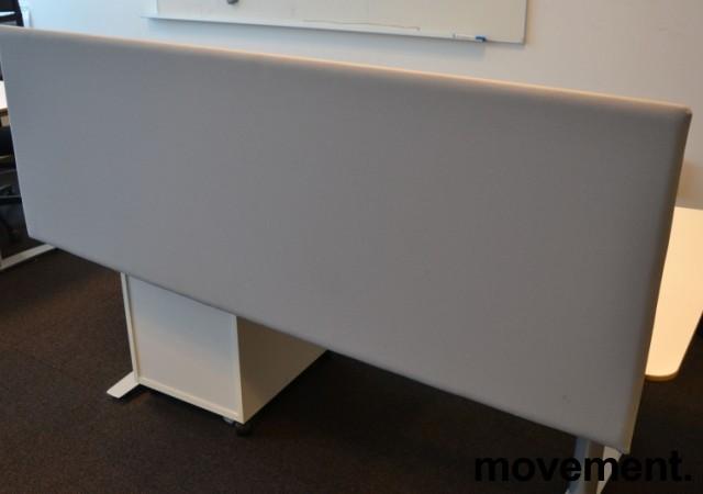 Bordskillevegg i lyst grått stoff, 172x60cm, pent brukt bilde 1