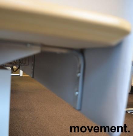 Bordskillevegg i lyst grått stoff, 172x60cm, pent brukt bilde 3