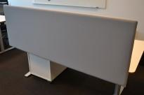 Bordskillevegg i lyst grått stoff, 172x60cm, pent brukt