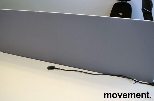 Bordskillevegg fra Götessons i lyst grått stoff med hvit glidelås, 160x65cm, pent brukt bilde 2
