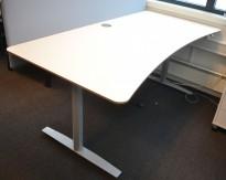 Skrivebord med elektrisk hevsenk i hvitt fra Svenheim, 180x90cm med mavebue, pent brukt