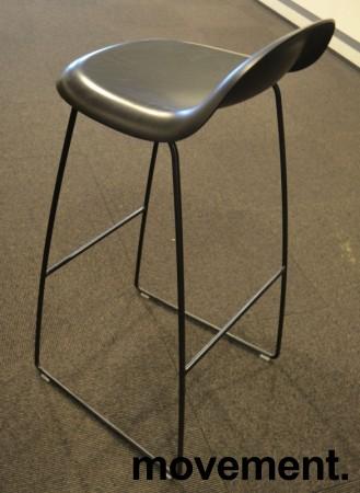 Barkrakk fra Gubi i sort, 78cm sittehøyde, Modell Gubi 3, Komplot Design, pent brukt bilde 2