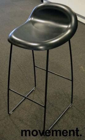Barkrakk fra Gubi i sort, 78cm sittehøyde, Modell Gubi 3, Komplot Design, pent brukt bilde 1
