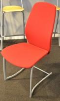 Møteromsstol / besøksstol fra Kinnarps, mod Plus 377 i rødt stoff, grå ramme, pent brukt