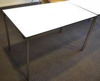 Kompakt møtebord / kantinebord fra Dencon i hvitt med sort kant, sammenleggbart, 120x60cm, pent brukt