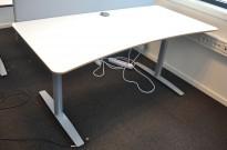 Skrivebord i hvitt / grått fra Svenheim, 160x80cm med mavebue, pent brukt