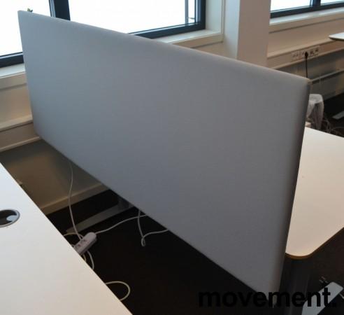 Bordskillevegg i lyst grått stoff, 150x60cm, pent brukt bilde 2