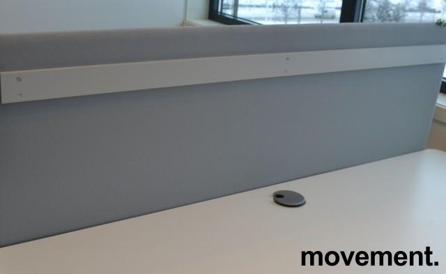 Bordskillevegg i lyst grått stoff, 150x60cm, pent brukt bilde 1