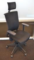 Actiou Stay kontorstol, høy rygg og nakkepute, armlene, sort / mesh, pent brukt