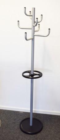Stumtjener for kontor, 174cm høyde, grålakkert metall, paraplyholder i sort, pent brukt