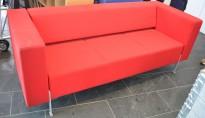 Loungesofa fra Kinnarps, modell PIO 3-seter i rødt stoff, 303cm bredde, pent brukt