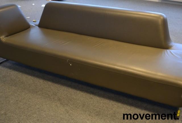 UGO sofa i brungrå skinnimitasjon fra LK Hjelle, 3seter,  225cm bredde, pent brukt bilde 2