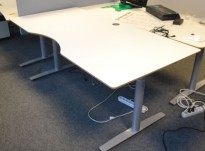 Skrivebord i hvitt / grått fra Svenheim, 180x90cm med mavebue, pent brukt